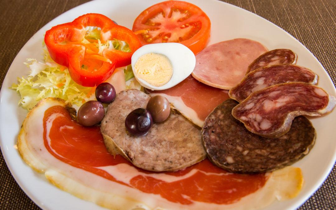 Desayuno de cuchillo y tenedor en Can Carola